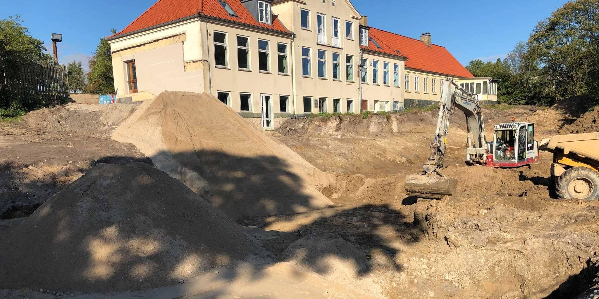 Klingenberg står blandt andet for opbygning af sandpude til den nye skole i lejre