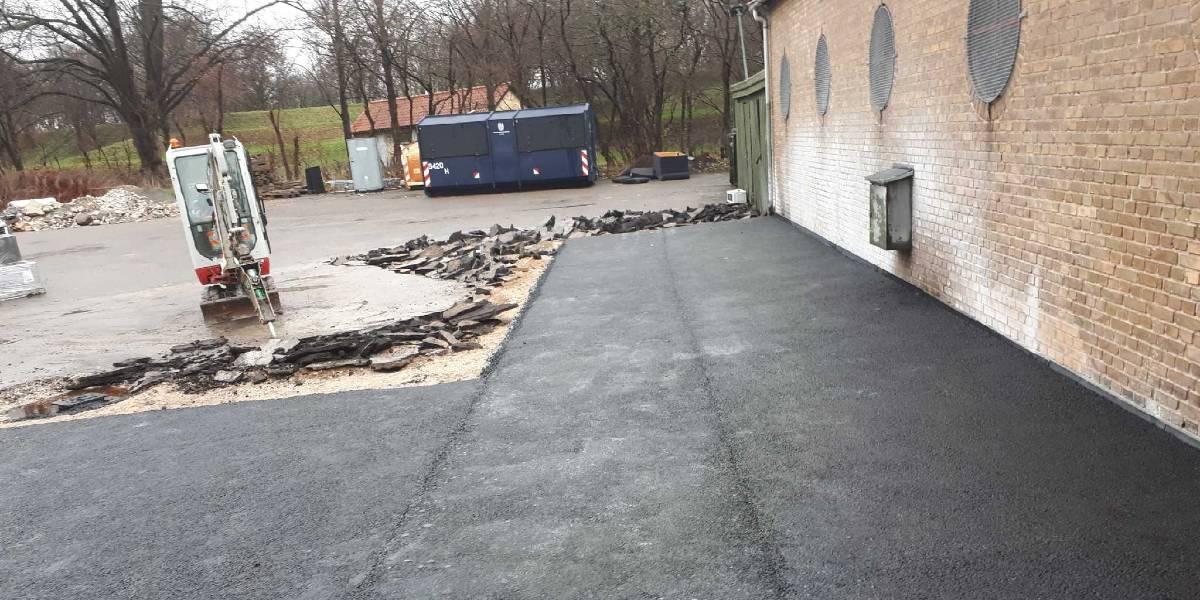 Klingenberg ophugger asfalten ved voldparken i Brønshøj
